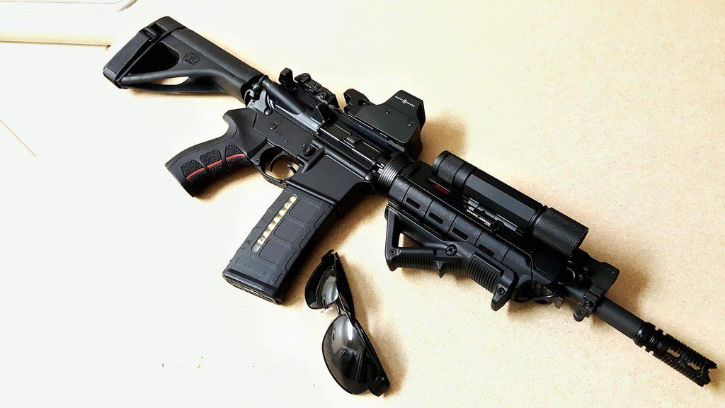 Karabinek AR15. W Polsce można go posiadać na dość łatwe do uzyskania pozwolenie na broń.