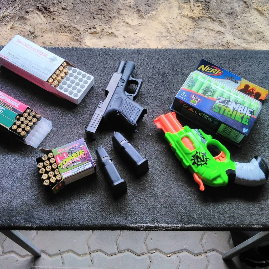 Z pomocą naszego poradnika dostaniesz pozwolenie na broń sportową. A więc będziesz mógł kupić także taki pistolet Glock i amunicję do niego, a nie tylko bawić się Nerfami.